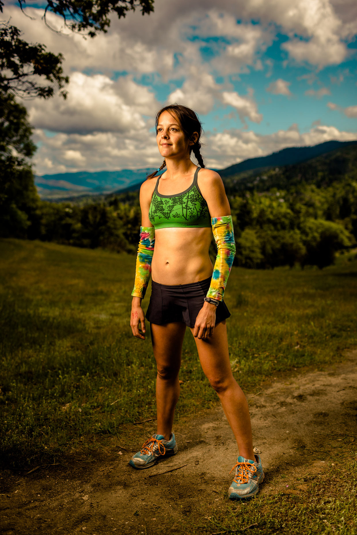 Full body environmental portrait of Ultramarathon runner Jenn Shelton on the trail in Medford, Oregon by Andy Batt